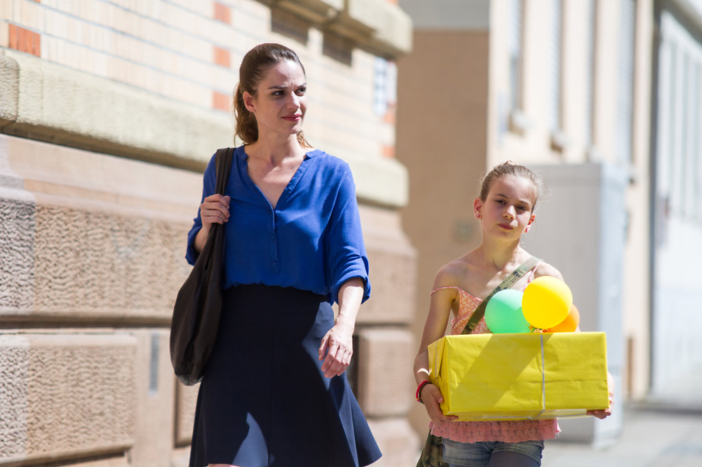 """Stella Denis and Lila Bagdadi during the shooting the short film """"wer ist zoe"""""""